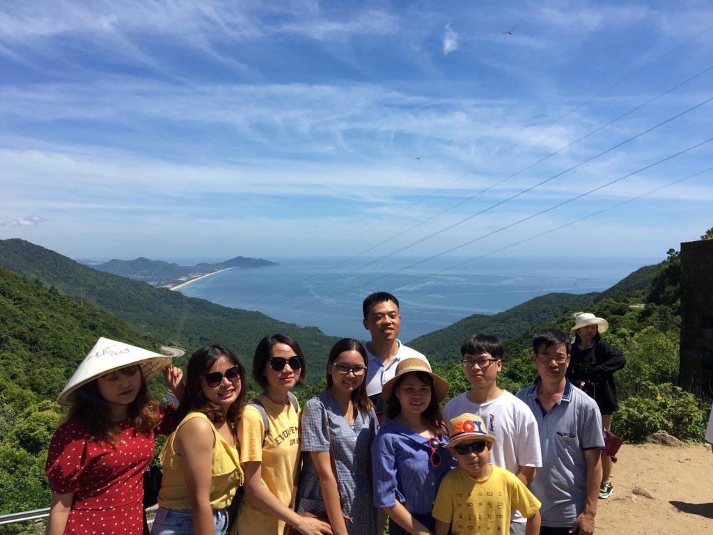 Ngắm nhìn toàn vịnh Lăng cô trên Hải Vân Quan