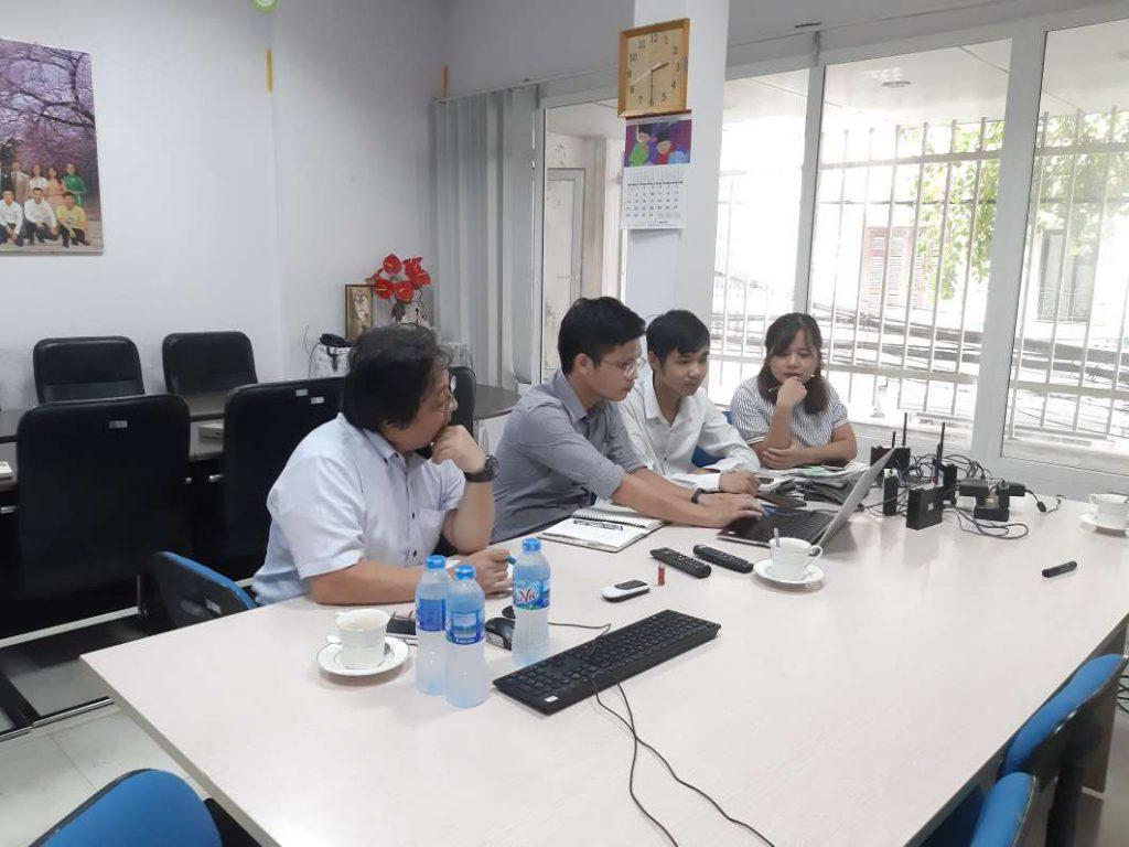 Cuộc trao đổi có sự tham gia của các kỹ sư đại diện từ 2 công ty.