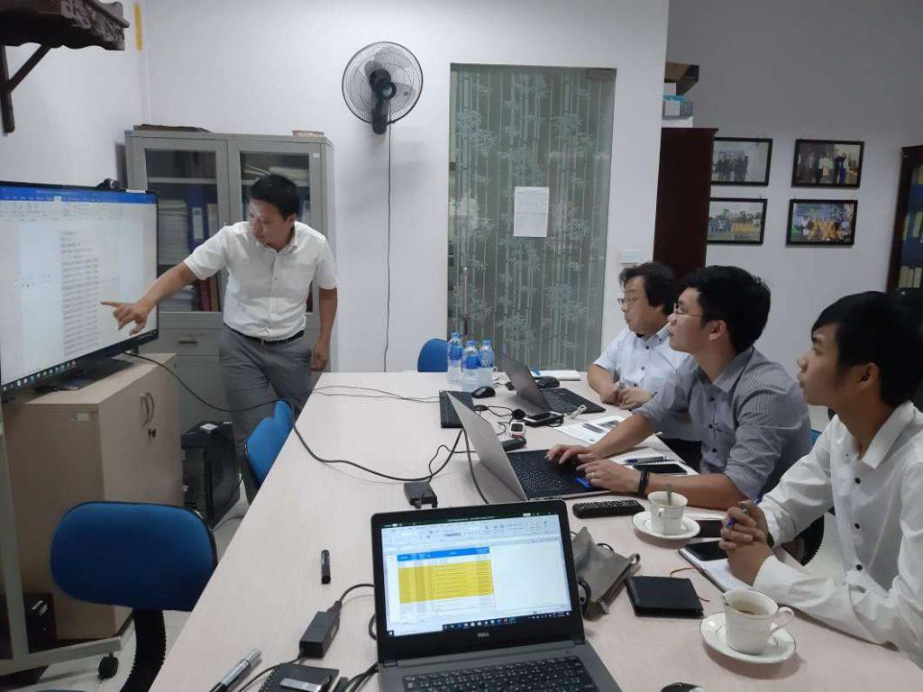 Giám đốc của AKB Software cùng công ty Systech thảo luận và lên phương án cho những công việc sắp tới.